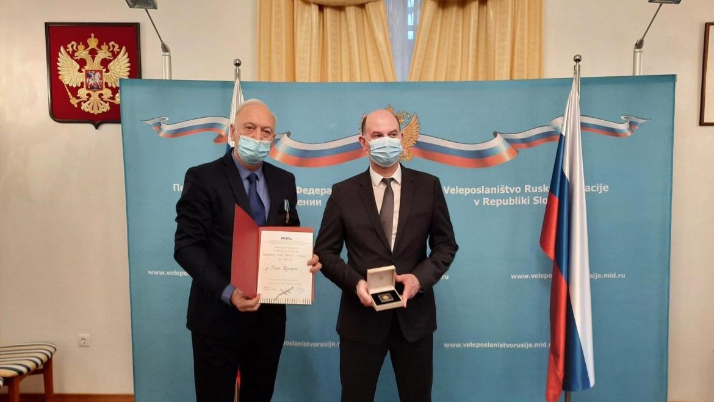 Predaja priznanja za razvoj MRC ruskemu veleposlaniku, Timorju Eyvazovu